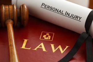 על הקשר בין תביעות נזקי גוף לבין עורכי דין רשלנות רפואית